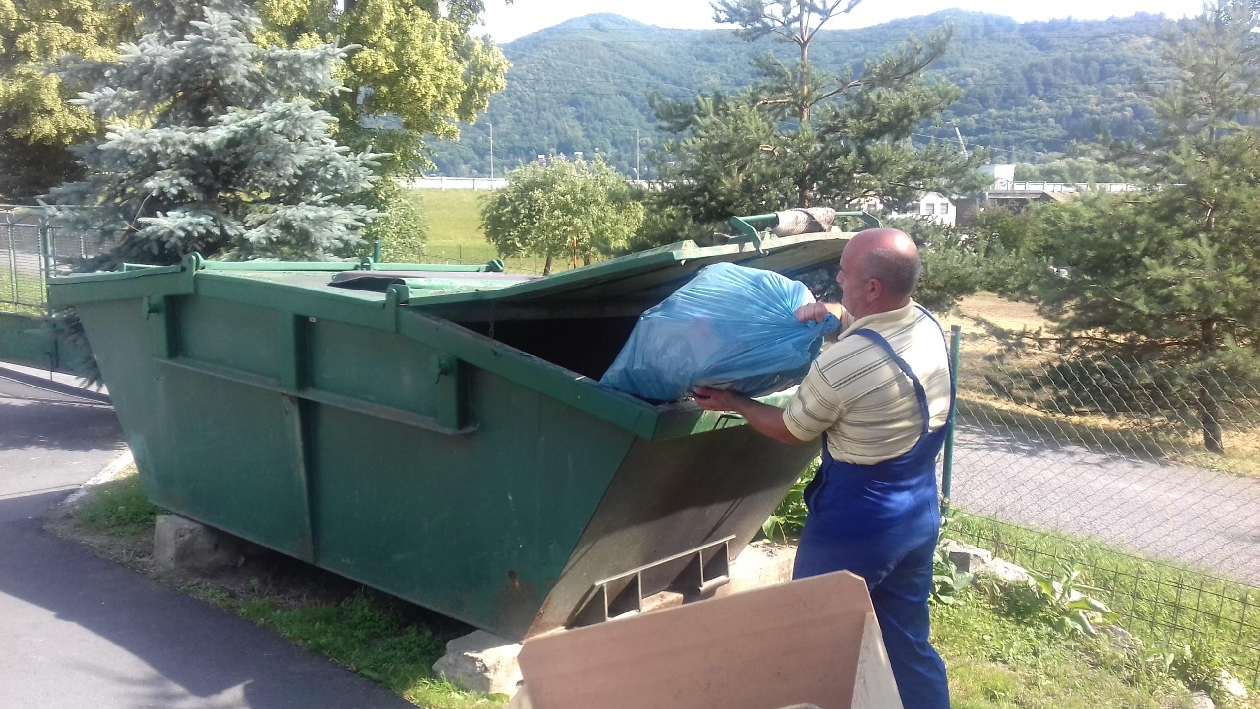 Odstraňovanie nečistôt a odpadu na brehoch VS Môťová (1)